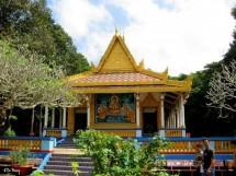 Đến thăm ngôi chùa có đàn dơi hàng nghìn con...