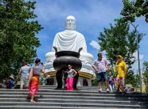 Phút lắng đọng tâm hồn ở chùa Long Sơn – Nha Trang