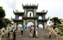 Ngắm ngôi chùa có tượng Phật đứng lớn nhất tại...