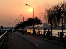 Bến Hàn Quốc - Khu vui chơi cực hot lúc đêm về ở Hà Nội