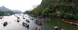 Vãn cảnh chùa Hương mùa hoa Súng