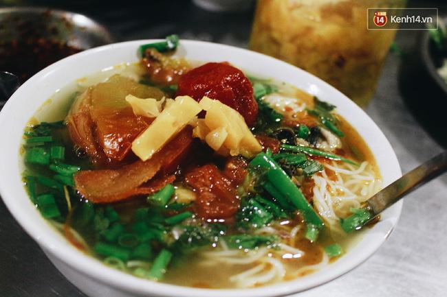 """Có những hàng quán ở Hà Nội chỉ chờ khi đông về để """"hút khách"""""""