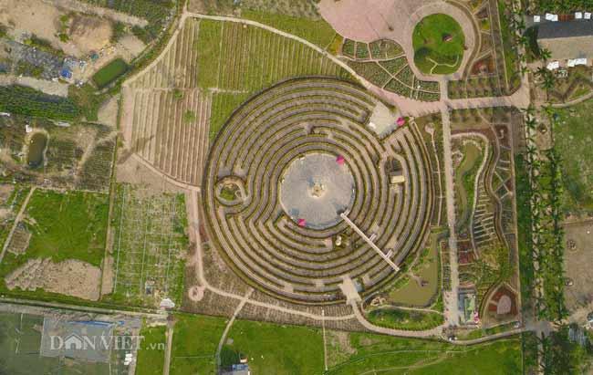 Description: Clip: Mê cung hoa lớn nhất Việt Nam đẹp như cổ tích ở Hà Nội - 2