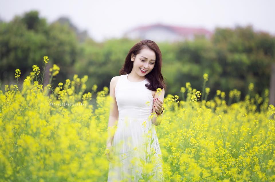 Description: Ngẩn ngơ ngắm cánh đồng hoa cải vàng nở rộ ở ngoại thành Hà Nội - 3