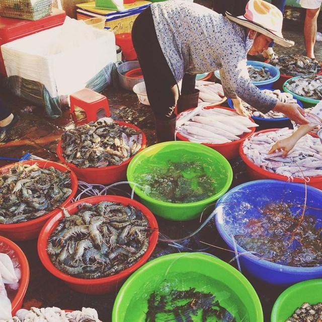 """Cuối tuần """"phá đảo"""" 4 CHỢ HẢI SẢN ĂN LIỀN tràn ngập đồ tươi rói ở Vũng Tàu"""