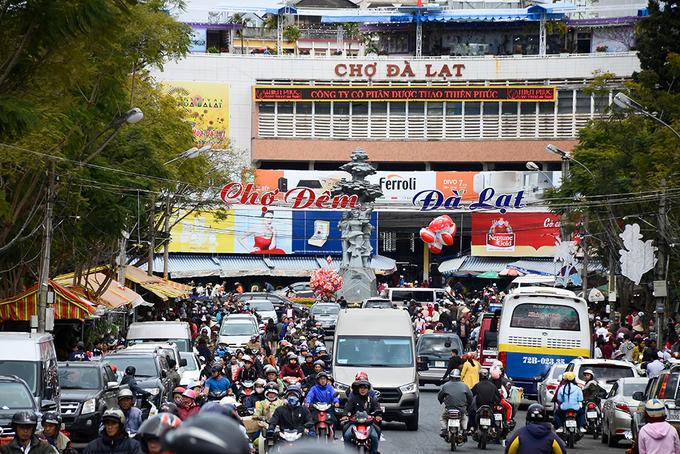 Festival Hoa Đà Lạt 2017: tắc đường, giá xe khách tăng nhẹ