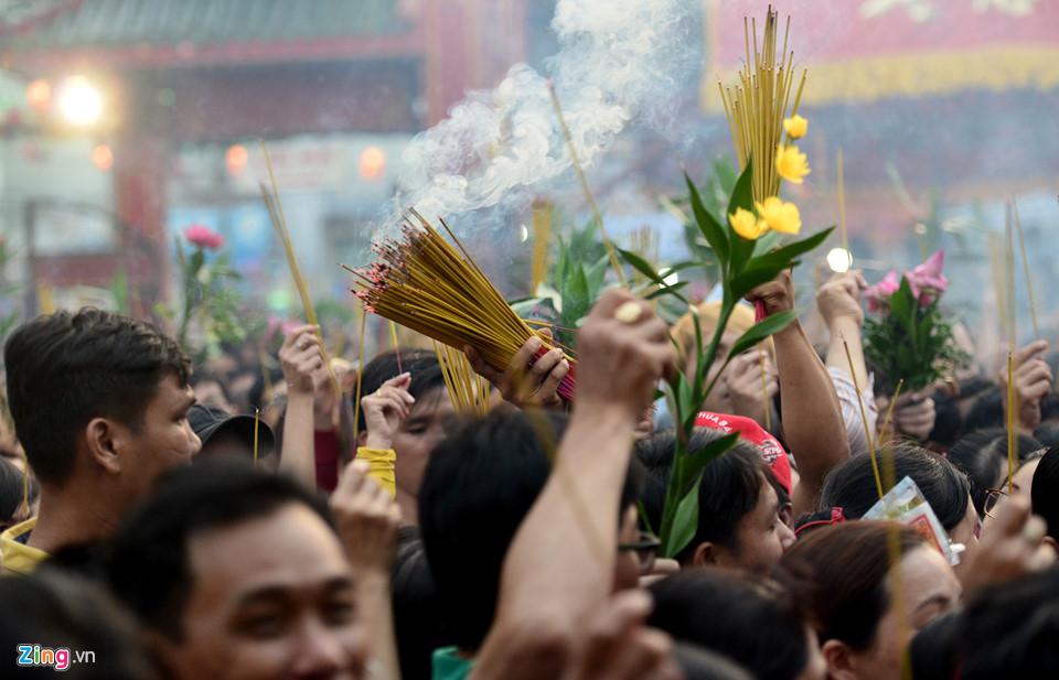Lễ hội rước kiệu Bà đầy màu sắc ở Bình Dương