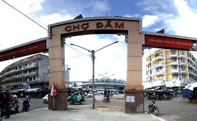 Description: Chợ Đầm - nơi kích thích vị giác du khách với đủ loại đồ khô
