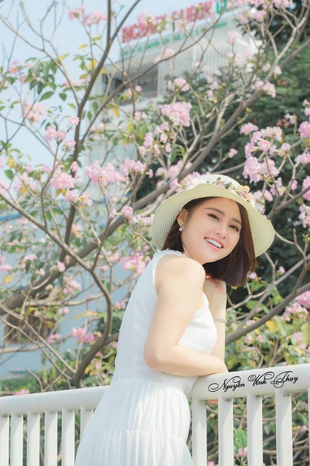 """Hoa anh đào """"vơ sần Sài Gòn"""" đang nở rộ khiến giới trẻ chen nhau sống ảo"""