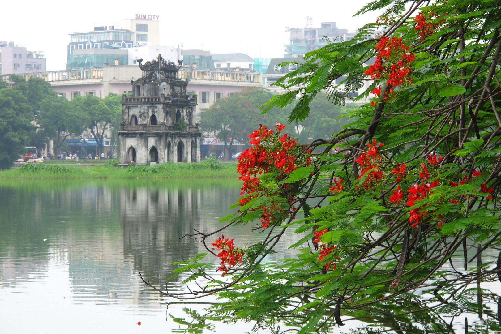 Du lịch Hà Nội có nên tham quan Hồ Hoàn Kiếm? | Viet Fun Travel