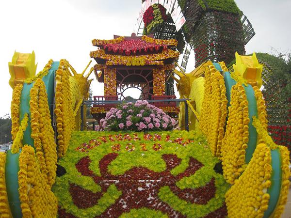 Đôi rồng hoa nổi bật trong Festival hoa Đà Lạt 2010