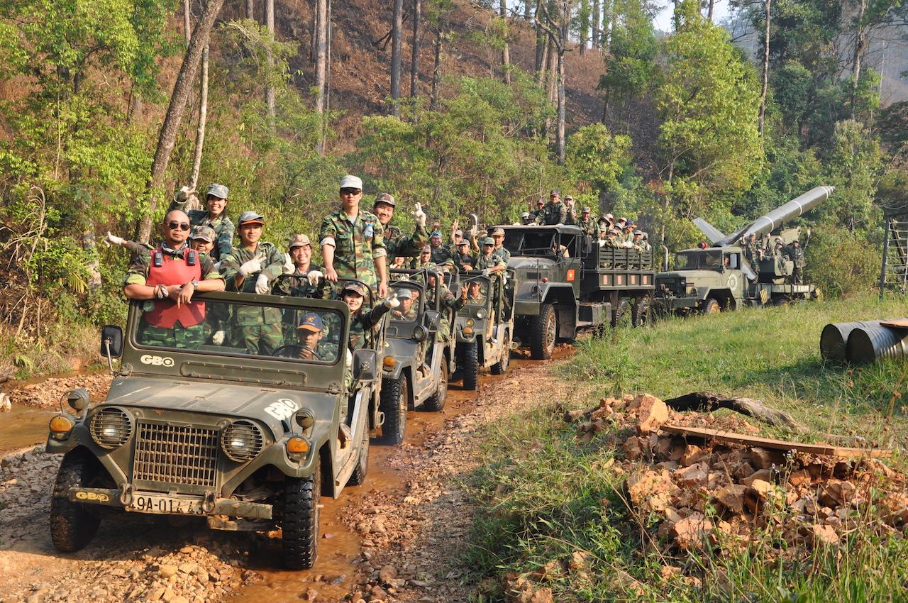 Tập làm lính – một trải nghiệm thú vị ở làng Cù Lần