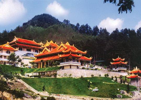 Thiền viện Trúc Lâm là thiền viện lớn nhất thành phố Đà Lạt.