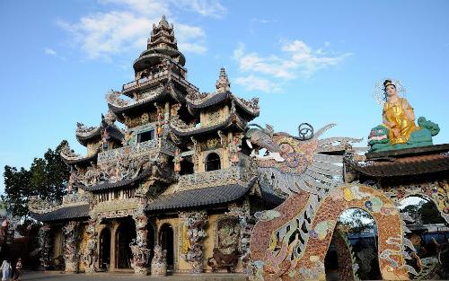 Linh Phước là ngôi chùa giữ nhiều kỷ lục nhất Đà Lạt hiện nay.