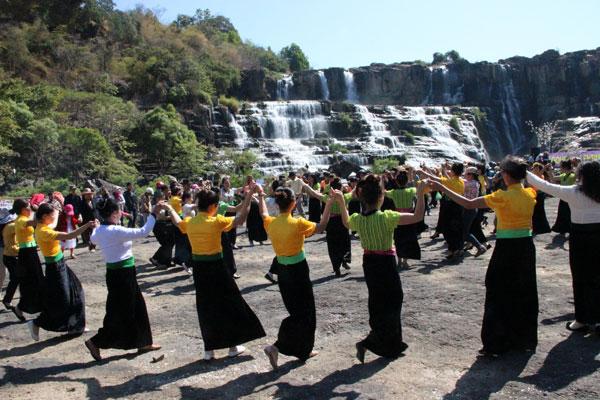 Lễ hội ở Pongour vào rằm tháng Giêng âm lịch