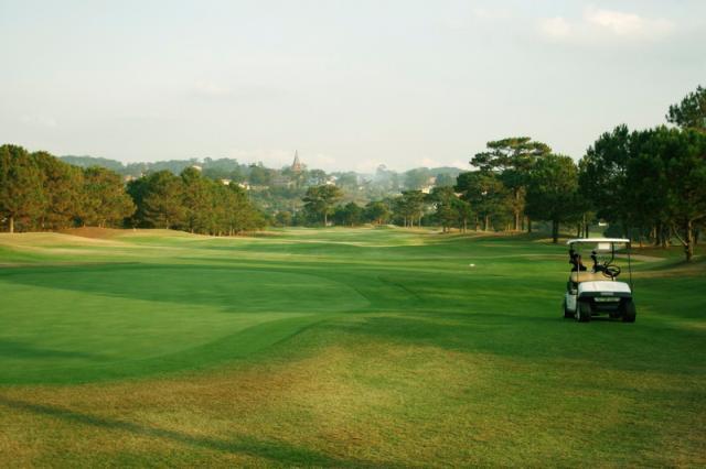 Sân golf Đồi Cù từng được tạp chí của Mỹ xếp hạng Top 100 sân golf đẹp nhất thế giới
