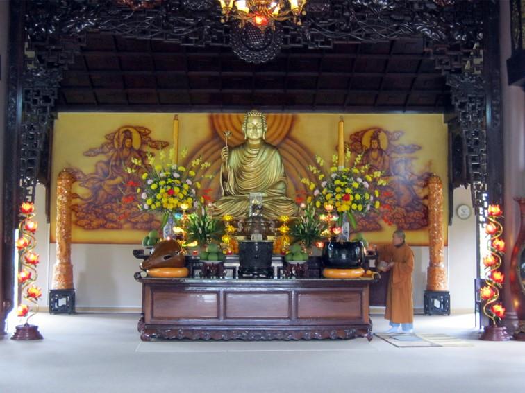 Chính điện có Phật thích ca Mâu Ni cao 2 mét