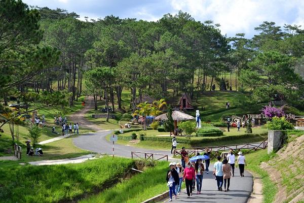 Thung lũng tình yêu Đà Lạt thu hút nhiều du khách đến tham quan